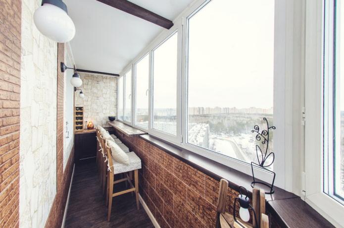 идея оформления балкона с барной стойкой
