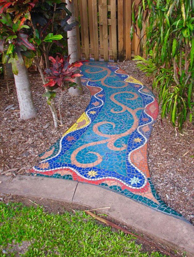 мозаичная дорожка в экстерьере