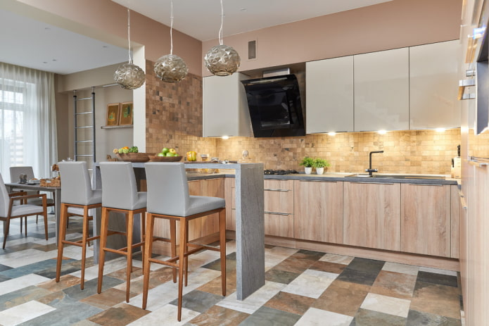 разноцветная плитка в интерьере кухни