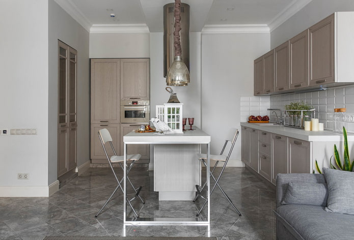 серая напольная плитка в интерьере кухни