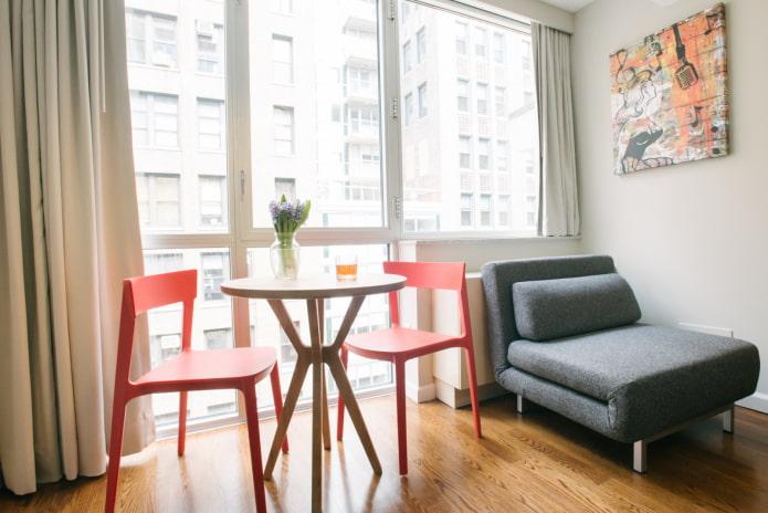 кресло-диван в интерьере кухни