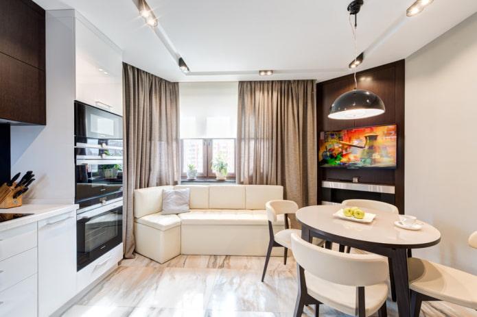 диван в интерьере кухни с эркером