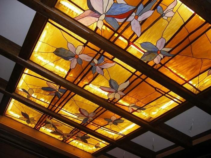 Потолок на кухне стекло в технике Тиффани