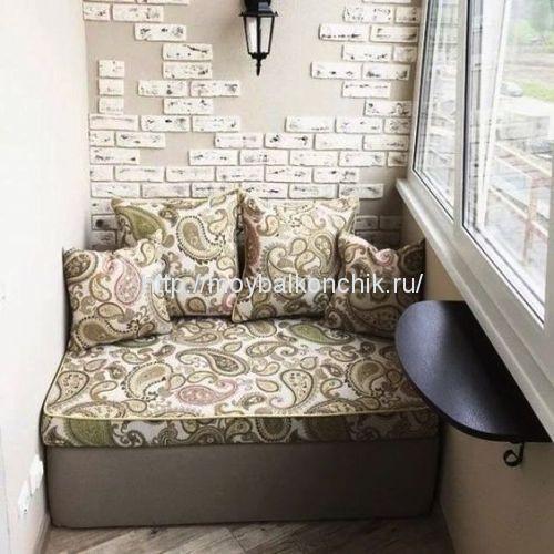 диван с интерьере лоджии
