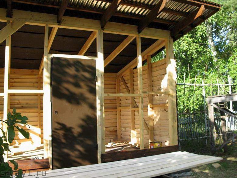 Монтаж двери в сарай с односкатной крышей