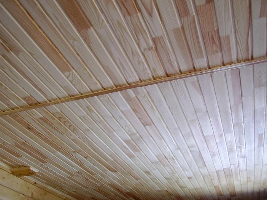 Потолок, обшитый вагонкой