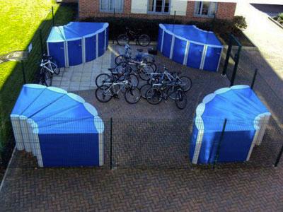 Хранение велосипедов на площадке во дворе многоквартирного дома