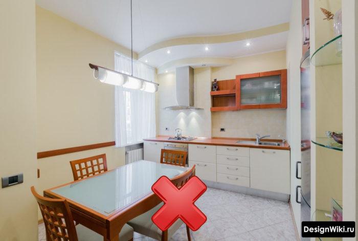 Вытяжка без шкафов на маленькой кухне
