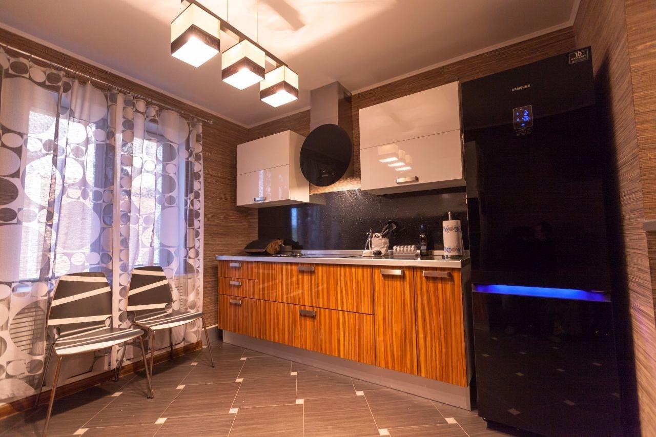 Стены на кухне бамбуковые обои