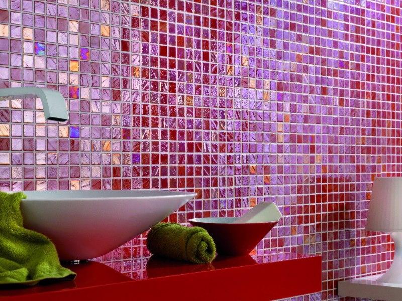 Отделка ванной комнаты мозаикой красных оттенков