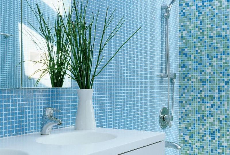 Отделка стен ванной мозаикой в морской тематике