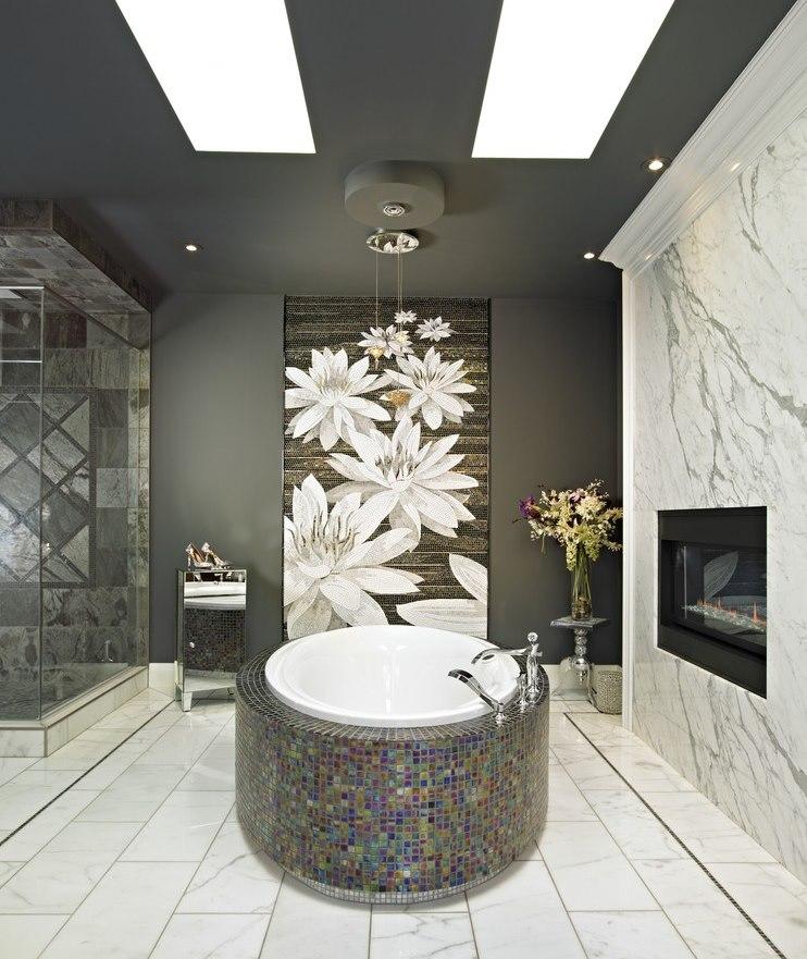 Круглая ванна с облицовкой мозаикой