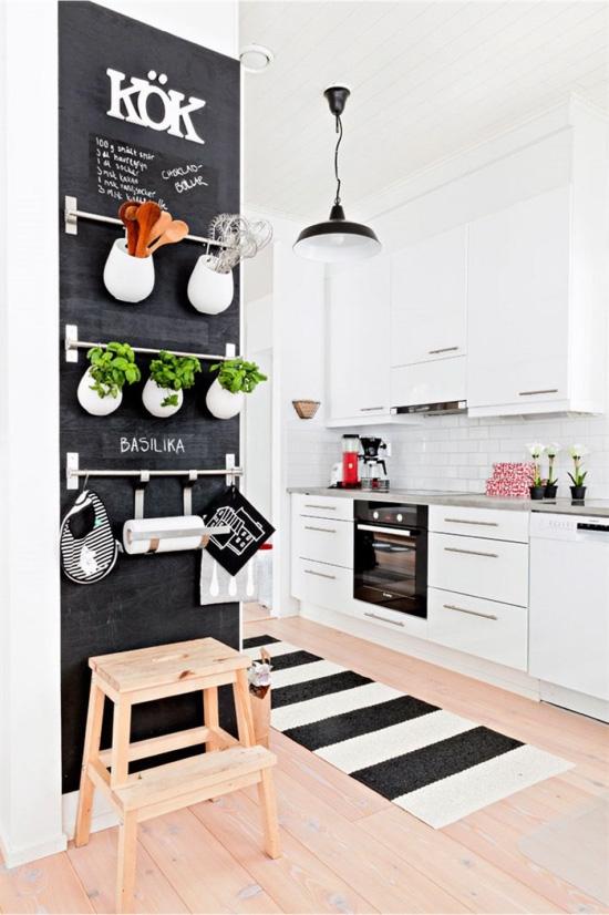 Меловая доска на кухне в скандинавском стиле
