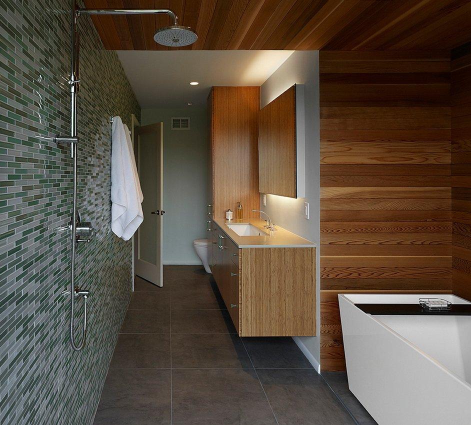 Светлое дерево в ванной