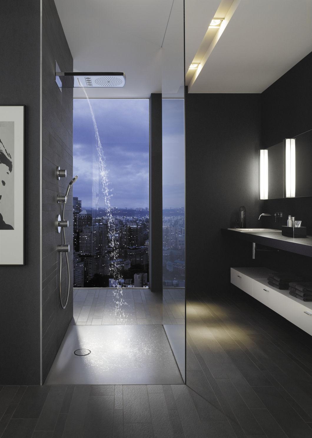 Современный душ без поддона в ванной
