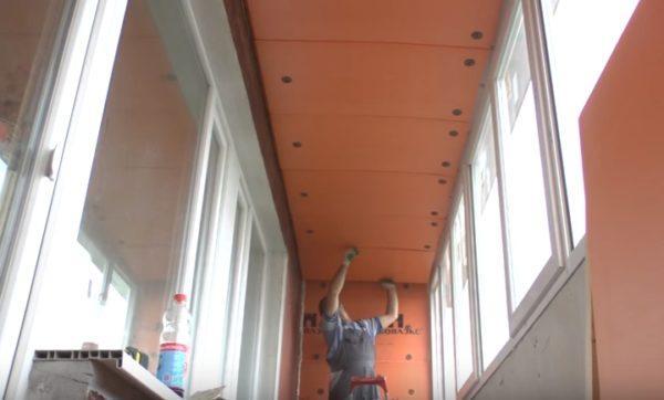 Крепление утеплителя к потолку балкона