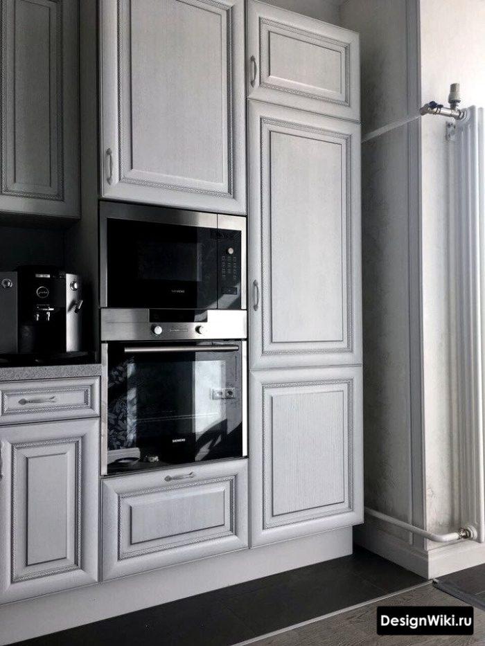 Дизайн кухни в серебристом цвете и стиле неоклассика