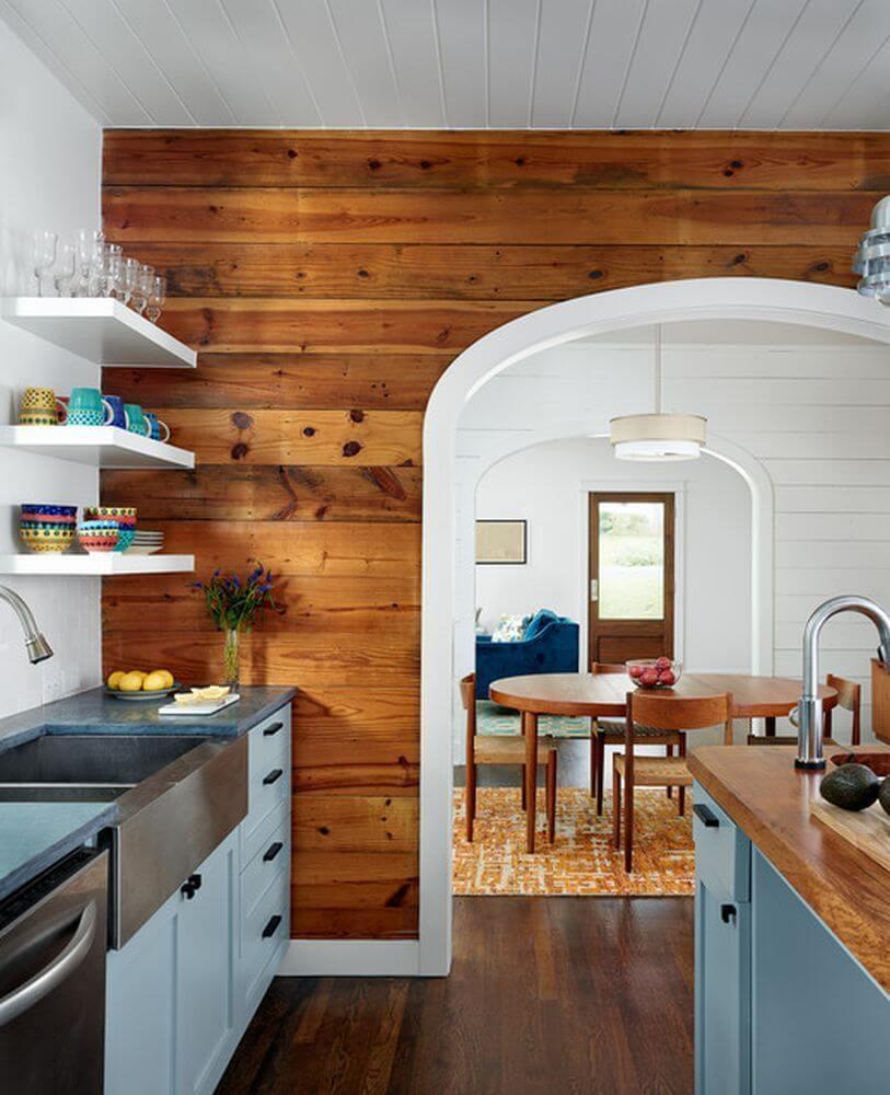 Отделка стен кухни панелями под дерево