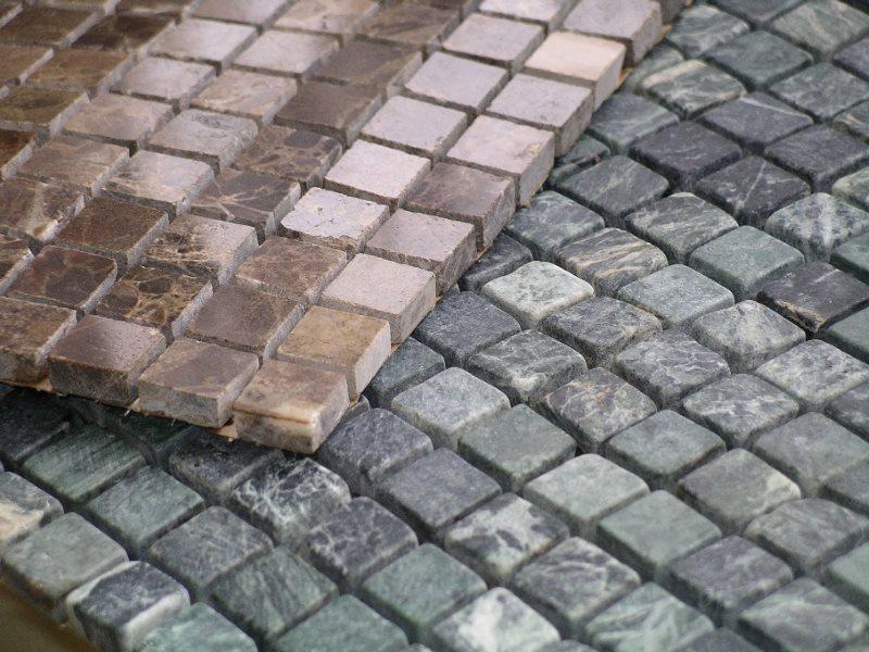 Керамическая мозаика на основе для облицовки стен