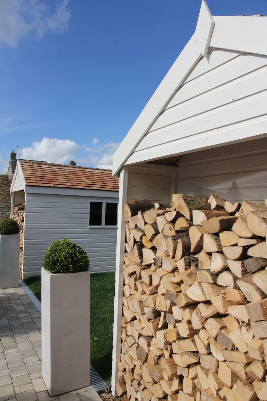 конструкция дровяника с легкой крышей