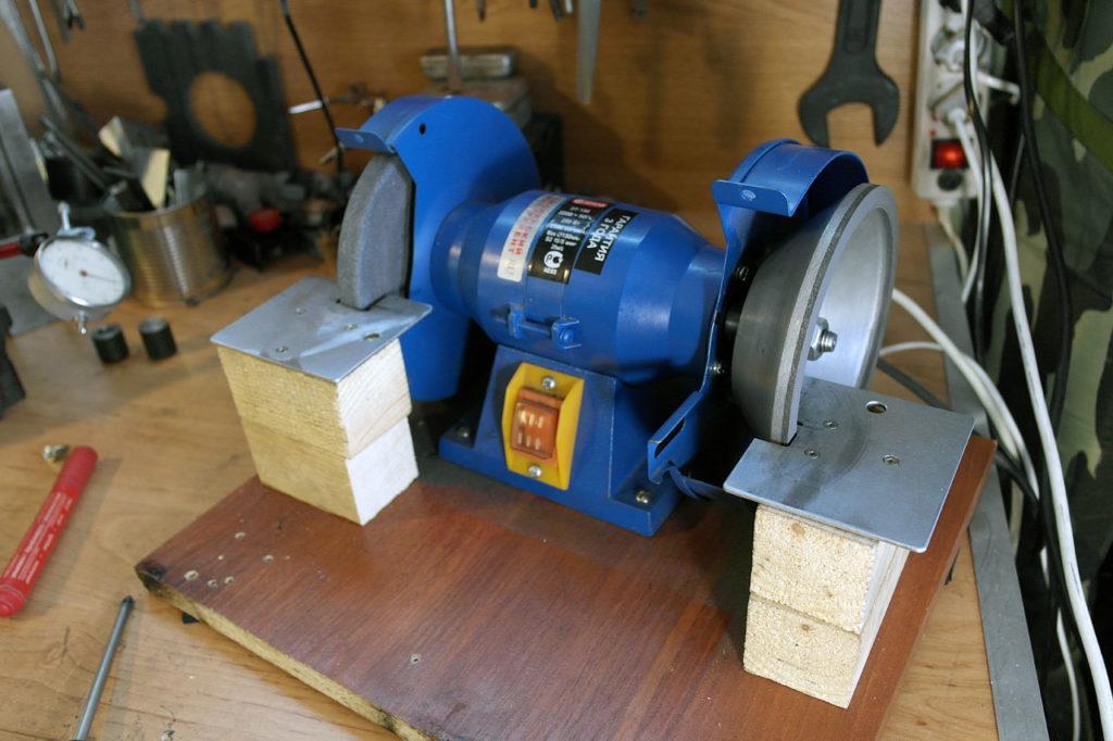 Электродвигатель станка для заточки сверл
