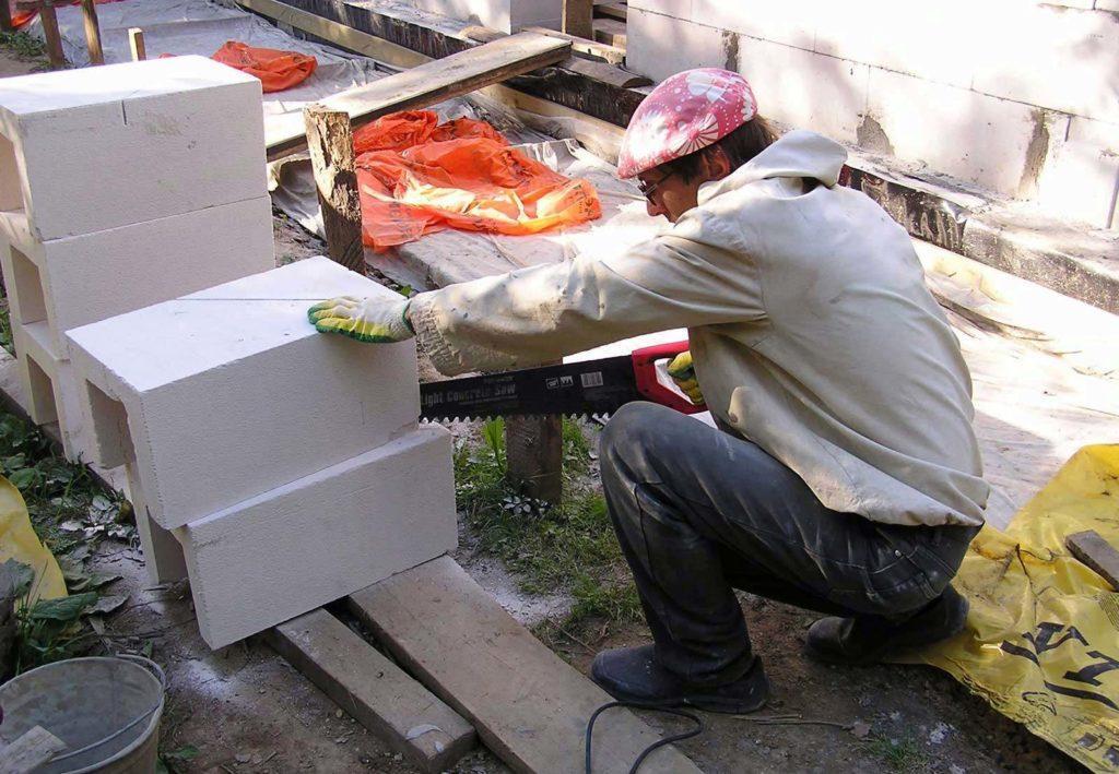 Безопасность при работе с пилой для газобетона