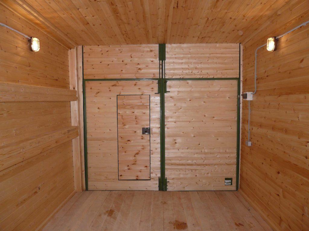 Обшивка гаража из дерева